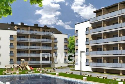 na zdjęciu apartamentowiec, w którym znajduje się oferowany apartament nad morzem na sprzedaż