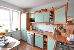 komfortowo urządzona kuchnia w apartamencie w Szczecinie na sprzedaż