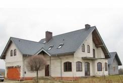 widok z zewnątrz na luksusową posiadłość do sprzedaży w okolicy Olkusza
