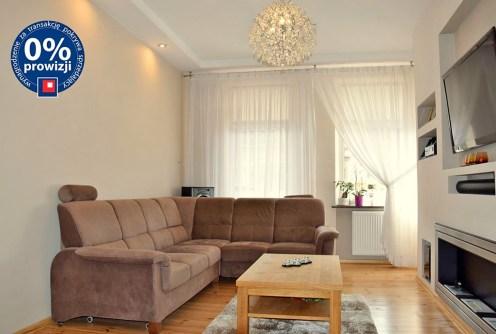 zdjęcie przedstawia salon w luksusowym apartamencie do sprzedaży w Legnicy