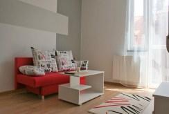 zdjęcie przedstawia salon w apartamencie na sprzedaż w Głogowie