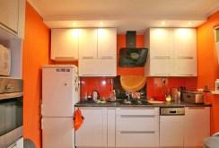 na zdjęciu komfortowo i luksusowo wyposażona kuchnia w apartamencie na sprzedaż w Szczecinie