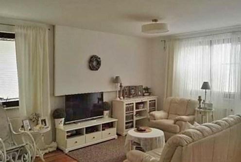 na zdjęciu ekskluzywny salon w apartamencie do sprzedaży w Warszawie