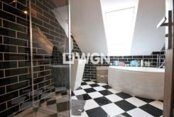 zdjęcie przedstawia niezwykle nowoczesną łazienkę w willi w Szczecinie na wynajem