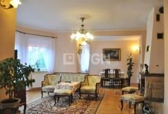 zdjęcie przedstawia salon w willi do sprzedaży w okolicy Warszawy