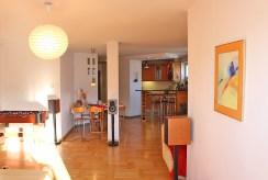 widok na ekskluzywne wnętrze luksusowego apartamentu w Warszawie do sprzedaży