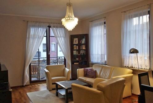 zdjęcie przedstawia luksusowy salon w apartamencie do sprzedaży w Szczecinie