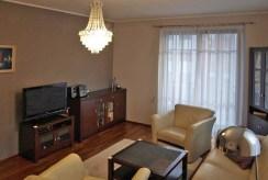na zdjęciu salon sfotografowany z przeciwległej perspektywy znajdujący się w apartamencie do sprzedaży w Szczecinie