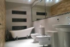 widok na nowoczesną łazienkę w apartamencie do sprzedaży