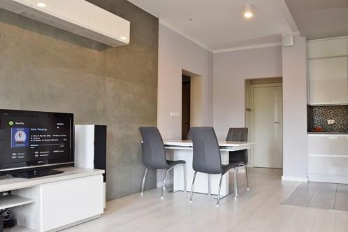 zdjęcie przedstawia luksusowe wnętrze apartamentu do sprzedaży w Legnicy