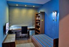 na zdjęciu jedno z luksusowo wyposażonych pokoi w apartamencie do sprzedaży w Szczecinie