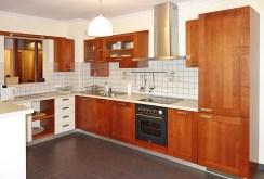 zdjęcie przedstawia wyposażoną ekskluzywnie kuchnię w apartamencie w Katowicach do wynajęcia