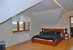 zdjęcie prezentuje jedno z luksusowych pomieszczeń w willi na sprzedaż w okolicach Warszawy