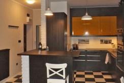 zdjęcie przedstawia komfortowo urządzony aneks kuchenny w apartamencie do wynajmu w Katowicach