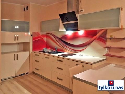 na zdjęciu nowocześnie urządzona kuchnia w apartamencie do sprzedaży w Szczecinie