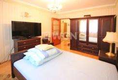 zdjęcie przedstawia ekskluzywną sypialnię w apartamencie w Szczecinie do wynajmu
