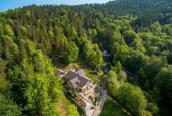 widok z lotu ptaka na willę i całą nieruchomość w Bielsku-Białej do sprzedaży