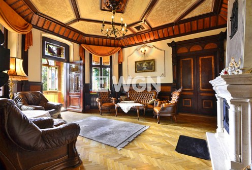 na zdjęciu salon w luksusowej willi do sprzedaży w Szklarskiej Porębie