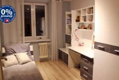 widok na jeden z luksusowych pokoi w apartamencie do sprzedaży w Olsztynie