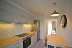 nowocześnie i dizajnersko zaprojektowana kuchnia w apartamencie w Szczecinie do sprzedaży