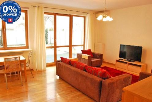 na zdjęciu luksusowy salon w ekskluzywnym apartamencie do sprzedaży w Warszawie