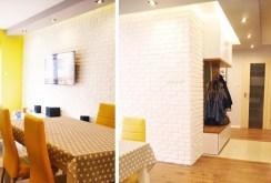 na zdjęciu jadalnia oraz przedpokój w apartamencie w Białymstoku na sprzedaż