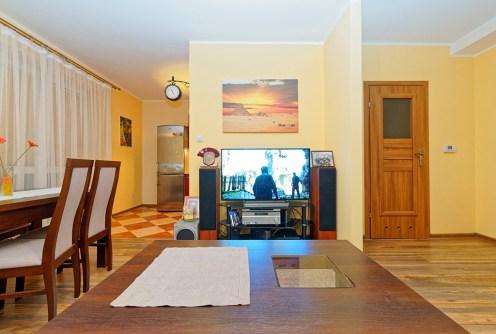 zdjęcie prezentuje salon w luksusowym apartamencie do sprzedaży w Tarnowie