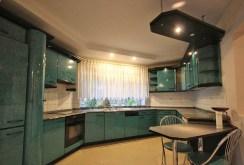 urządzona kuchnia w luksusowej willi na wynajem w Szczecinie
