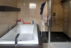 luksusowo wykończona łazienka w ekskluzywnej willi do wynajmu w okolicach Szczecina