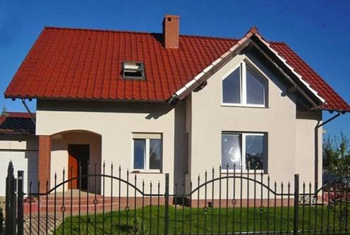 widok na front willi do wynajęcia w okolicy Wrocławia