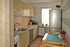 widok na kuchnię w apartamencie na sprzedaż w Białymstoku