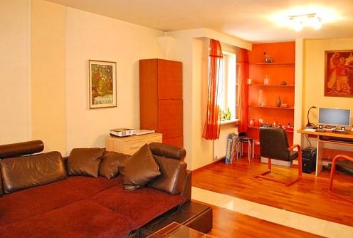 widok na ekskluzywne wnętrze luksusowego apartamentu do sprzedaży w Warszawie