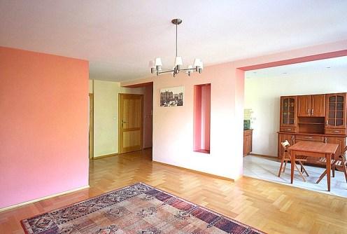na zdjęciu ekskluzywny salon w luksusowym apartamencie do wynajmu w Szczecinie