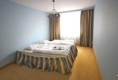 ekskluzywna sypialnia w apartamencie na wynajem w Szczecinie
