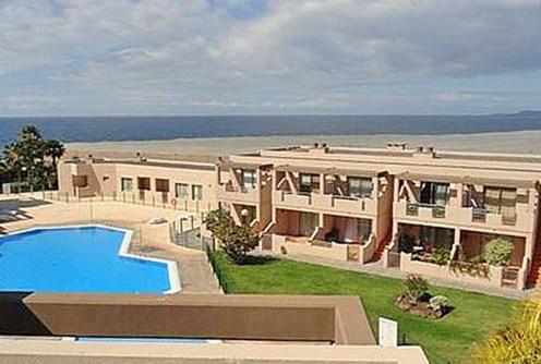 zdjęcie przedstawia widok z tarasu luksusowego apartamentu do sprzedaży w Hiszpanii