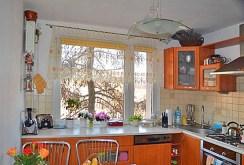 komfortowo urządzona kuchnia w apartamencie na sprzedaż w Katowicach