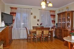 widok z innej perspektywy na salon w luksusowym apartamencie do sprzedaży w Kwidzynie