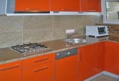 zdjęcie przedstawia komfortowo urządzoną kuchnię w apartamencie w Szczecinie na wynajem
