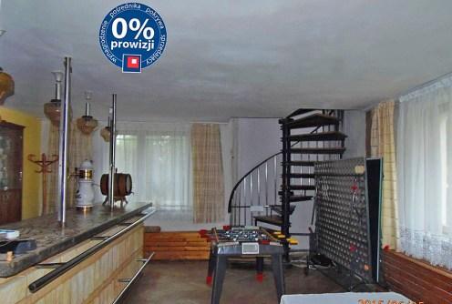 zdjęcie prezentuje luksusowe wnętrze w willi na sprzedaż w Lądku-Zdroju