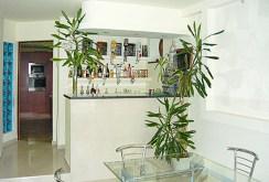 na zdjęciu fragment luksusowego wnętrza willi na sprzedaż w Łodzi