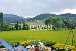 widok na góry jakie roztacza się z okien oraz tarasu luksusowej willi w okolicach Cieszyna