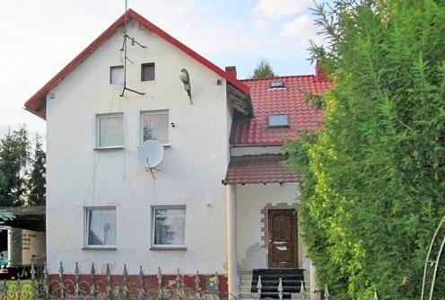 na zdjęciu front luksusowej willi do sprzedaży w okolicach Legnicy