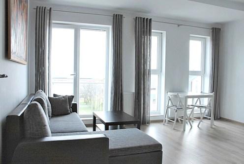 na zdjęciu prestiżowy salon w luksusowym apartamencie w Tczewie na sprzedaż