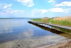 malownicza lokalizacja i jezioro przy komfortowej willi do sprzedaży na Mazurach