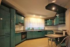 zdjęcie przedstawia luksusową kuchnię w ekskluzywnej willi w Szczecinie na sprzedaż
