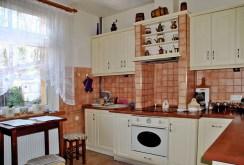 komfortowo wyposażona kuchnia w ekskluzywnej willi w okolicach Warszawy do sprzedaży