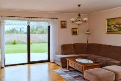 zdjęcie przedstawia komfortowy salon w ekskluzywnej willi do sprzedaży we Wrocławiu
