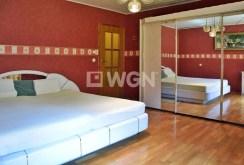 ekskluzywna sypialnia znajdująca się w luksusowej willi do wynajęcia w okolicy Jeleniej Góry