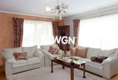 zdjęcie prezentuje salon w luksusowej willi w okolicy Katowic do wynajęcia