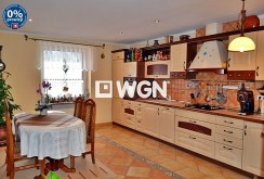 komfortowo urządzona i umeblowana kuchnia w willi do sprzedaży w okolicy Bolesławca